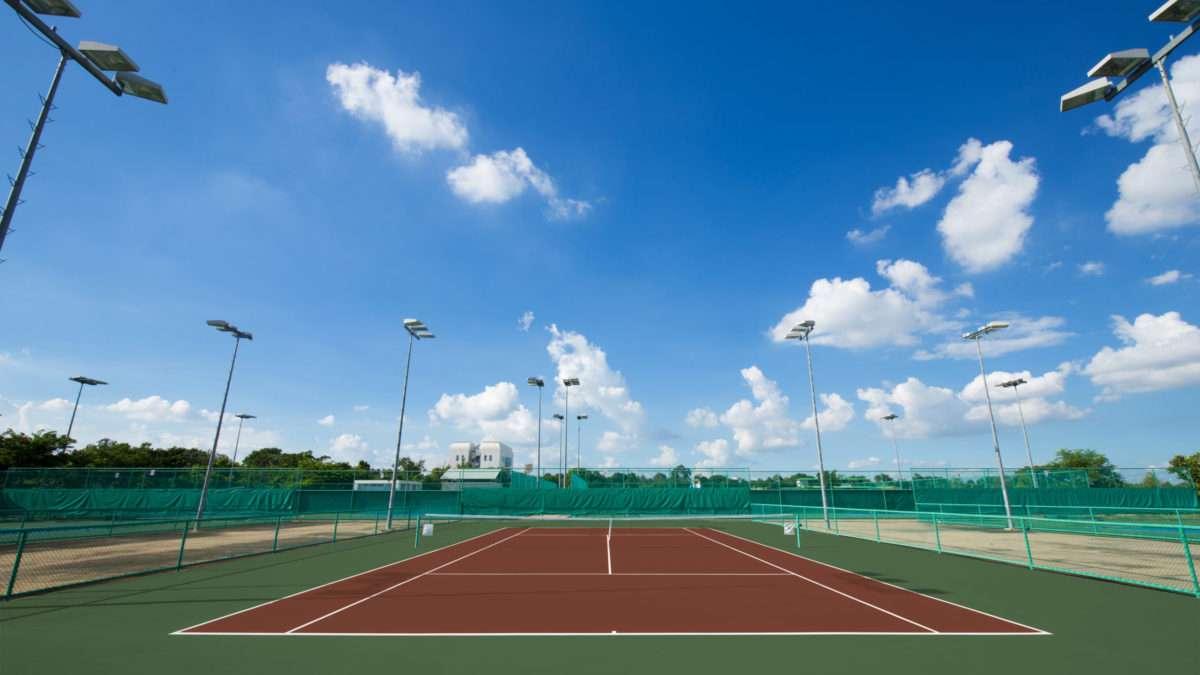 Rénovation d'un court de tennis en extérieur