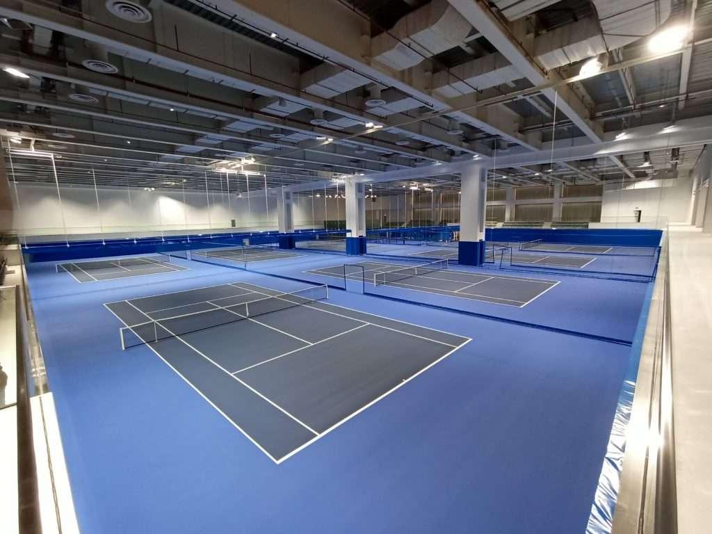 Courts intérieur de la Rafael Nadal Academy
